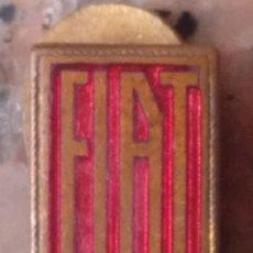 Pins de colección: ANTIGUA INSIGNIA SOLAPA FIAT. Lote 201841452