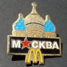 Pins de colección: PIN - MCDONALDS - PUBLICIDAD ESTABLECIMIENTO COMIDA RÁPIDA - MOCKBA MOSCÚ - BASÍLICA DE SAN PEDRO. Lote 142139030