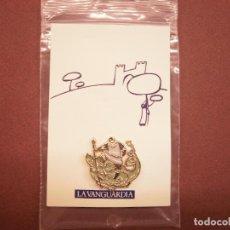 Pins de colección: PIN LA VANGUARDIA. FIESTAS MONTBLANC. Lote 203928591