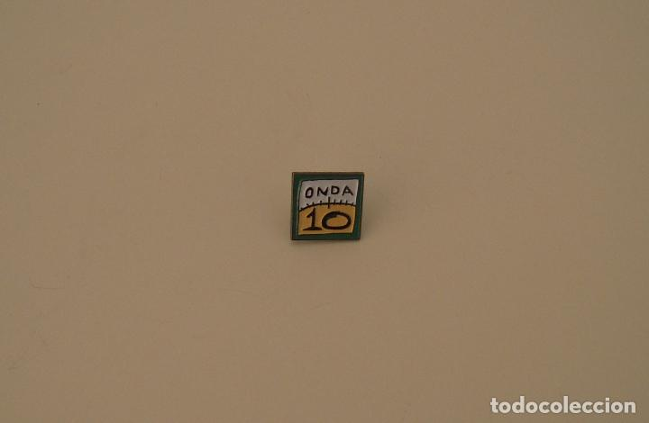 PIN METÁLICO DE ONDA 10 (Coleccionismo - Pins)
