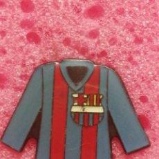 Pins de colección: PIN CAMISETA FC BARCELONA. Lote 206297043