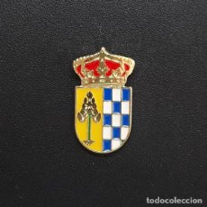 Pins de colección: PIN ESCUDO PINOFRANQUEADO (CÁCERES). Lote 206300442