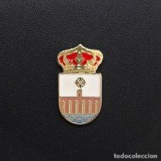 Pins de colección: PIN ESCUDO ALCÁNTARA (CÁCERES). Lote 206403782