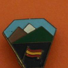 Pins de colección: PIN INSIGNIA DE OJAL PIRINEOS. EJÉRCITO?. Lote 206424743