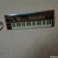Pins de colección: PIN TECLADO YAMAHA DX7 VINTAGE NUEVO. Lote 207138836