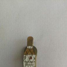 Pins de colección: ANTIGUO, RARO Y BONITO PIN EN FORMA DE BOTELLA DE BRANDY TERRY - 2,1 CM - ETIQUETA BLANCA - EN BUEN. Lote 207634353
