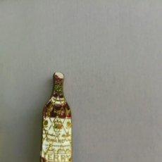 Pins de colección: ANTIGUO Y BONITO PIN EN FORMA DE BOTELLA DE BRANDY TERRY - 2,6 CM - EN BUEN ESTADO -. Lote 207635280