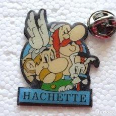 Pins de colección: PIN DE DIBUJOS ANIMADOS COMICS TEBEOS. ASTERIX Y OBÉLIX. HACHETTE. AÑO 1991 UDERZO. Lote 262853240