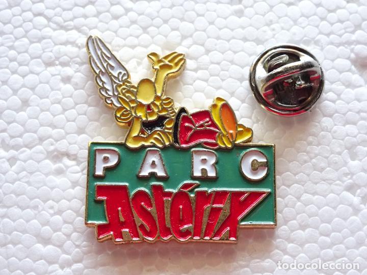 PIN DE DIBUJOS ANIMADOS COMICS TEBEOS. ASTERIX Y OBÉLIX. PARQUE ATRACCIONES PARIS PARC ASTERIX (Coleccionismo - Pins)