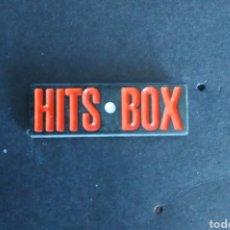 Pins de colección: PIN RADIO TV HITS BOX GRAN BRETAÑA. Lote 210009345