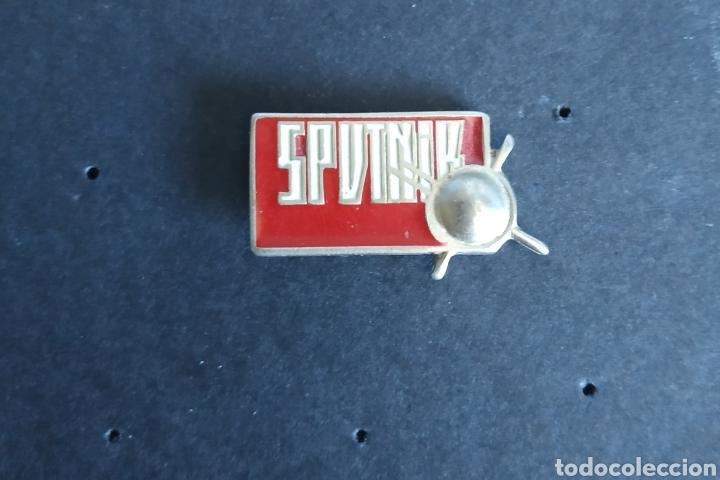 PIN RADIO TV RUSIA SPUTNIK (Coleccionismo - Pins)