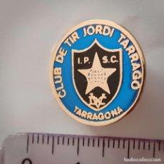 Pins de colección: INSIGNIA DE AGUJA CLUB DE TIR JORDI TARRAGO. Lote 211481274