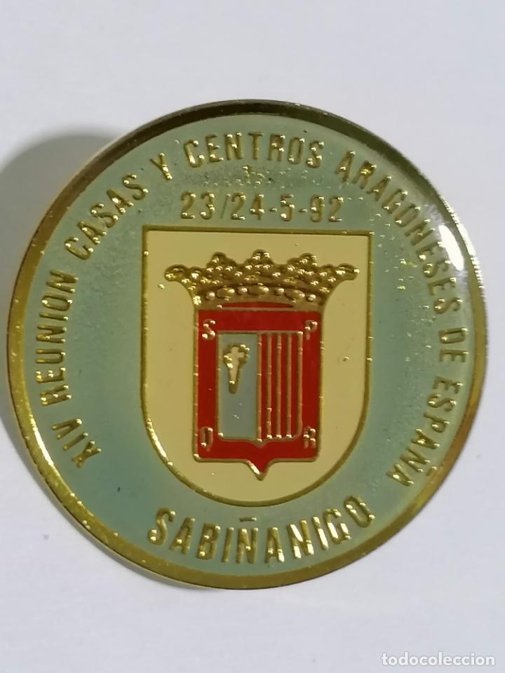 PIN SABIÑANIGO, XIV REUNION CASAS Y CENTROS ARAGONESES DE ESPAÑA 1992 (Coleccionismo - Pins)