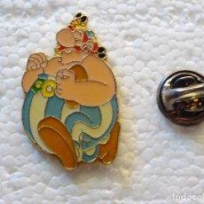 Pins de colección: PIN DE DIBUJOS ANIMADOS COMICS TEBEOS. ASTERIX Y OBÉLIX. OBELIX CORRIENDO. Lote 262853265