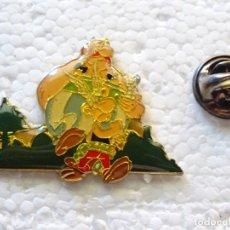 Pins de colección: PIN DE DIBUJOS ANIMADOS COMICS TEBEOS. ASTERIX Y OBÉLIX. IDEFIX. Lote 262853290