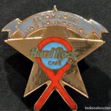 Pins de colección: PIN INSIGNIA DE AGUJA HARD ROCK CAFE ELTON JONN FUNDACION SIDA 3,5X3CM. Lote 214644423