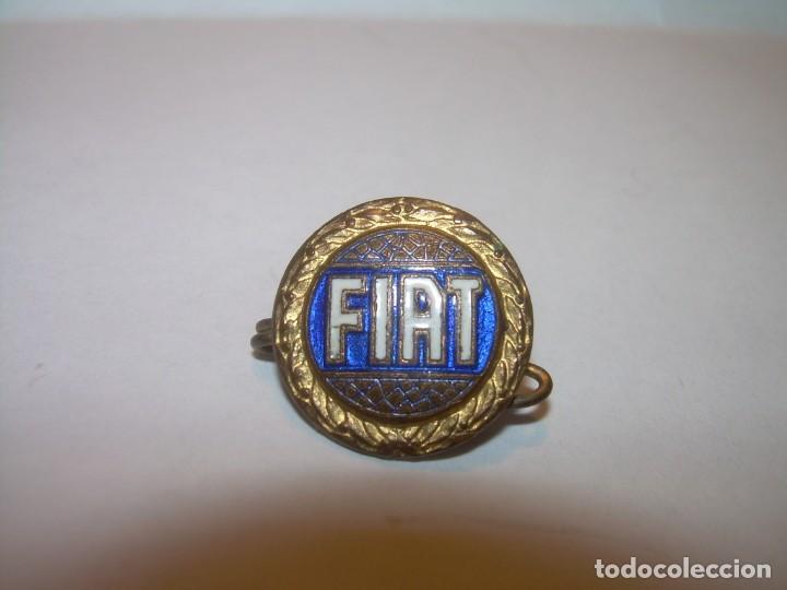 ANTIGUA INSIGNIA.ESMALTADA...FIAT. (Coleccionismo - Pins)