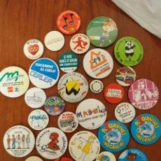 Pins de colección: LOTE MAS DE 30 CHAPAS INSIGNIAS DIFERENTES PROCEDENCIAS PUBLICIDAD POLITICA COLLECIONISMO. Lote 216381256