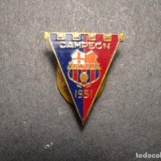 Pins de colección: PIN - INSIGNIA DE SOLAPA CLUB DE FUTBOL BARCELONA (FCB) FUTBOL CLUB BARCELONA - 1951. Lote 217037228
