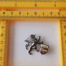 Pins de colección: ANTIGUO PIN INSIGNIA ALEMANIA BAYERN MUNICH LEON MÜNCHEN. Lote 217499315