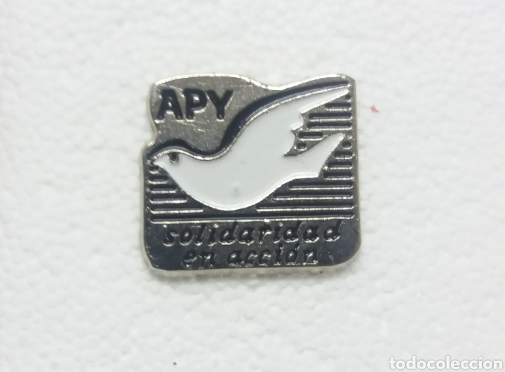 PIN APY SOLIDARIDAD EN ACCION (Coleccionismo - Pins)