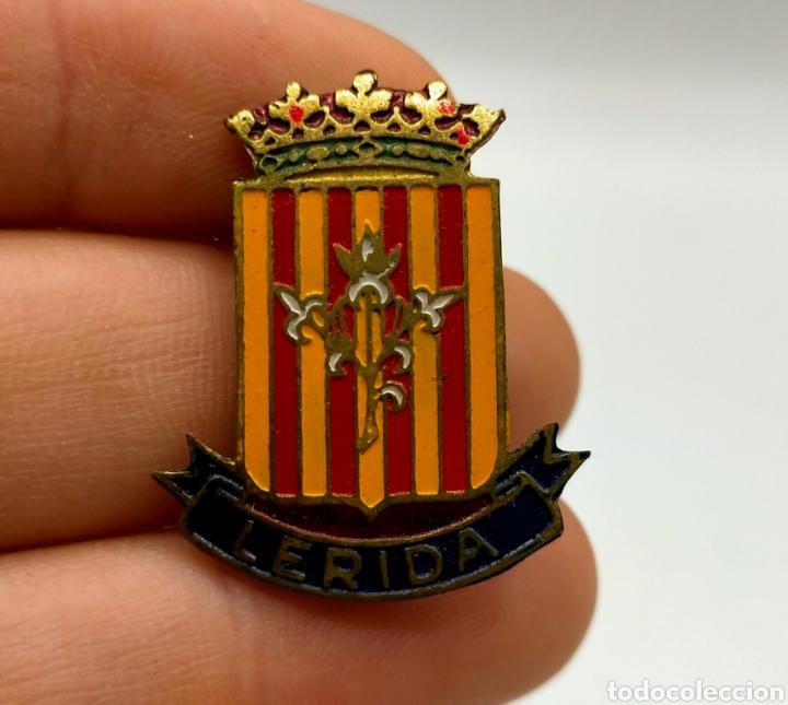 PINS O EMBLEMA LÉRIDA ESCUDO DE ESMALTADO. (Coleccionismo - Pins)