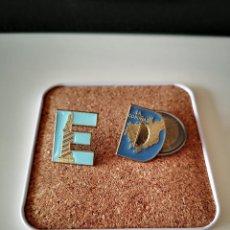 Pins de coleção: 2 PINS DEL DEPORTIVO DE LA CORUÑA LETRAS DEPORTES PIN BUEN ESTADO VER FOTOS. Lote 221679340