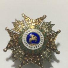 Pins de colección: PIN SOLAPA EN BRONCE Y ESMALTE PREMIO A LA CONSTANCIA MILITAR ÉPOCA FRANCO. Lote 221694160