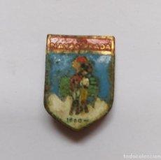 Pins de colección: ANTIGUO PIN INSIGNIA DE ESQUI SKI - NAVACERRADA - 1860 M - EL DIBUJO ESTA UN POCO ESTROPEADO Y NO SE. Lote 221805077