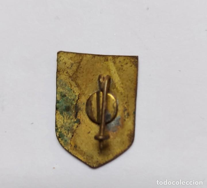 Pins de colección: ANTIGUO PIN INSIGNIA DE ESQUI SKI - NAVACERRADA - 1860 M - EL DIBUJO ESTA UN POCO ESTROPEADO Y NO SE - Foto 2 - 221805077