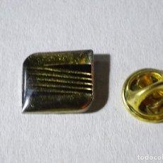 Pins de colección: PIN DE COCHES MOTOS. ESCUDO LOGO MARCA SEAT. Lote 221966345