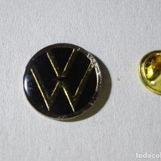 Pins de colección: PIN DE COCHES MOTOS. ESCUDO LOGO MARCA VOLKSWAGEN. Lote 221966545