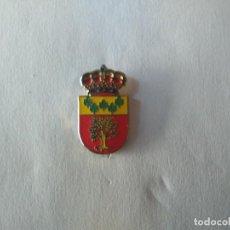 Pins de colección: PIN ESCUDO HERALDICO DE LA MORERA (BADAJOZ). Lote 222001336