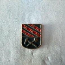 Pins de colección: PIN ESCUDO DE BARRUELO DE SANTULLAN -PALENCIA. Lote 222001621