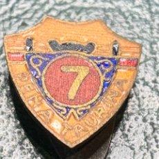 Pins de colección: PIN OJAL ANTIGUO ESMALTADO DE LA PEÑA TAURINA EL 7. Lote 222011821