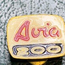 Pins de colección: PIN DE OJAL FURGONETAS AVÍA 200. Lote 222012091