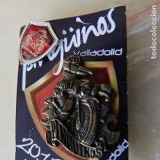 Pins de colección: LOTE 2 PINS PINGÜINOS 2012 CONCENTRACIÓN MOTERA MOTO MOTOS VALLADOLID PIN. Lote 222014327