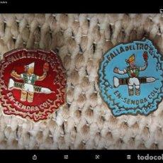 Pins de colección: 1960'S LOTE 2 PIN INSIGNIAS ESMALTADA FALLA DEL TRO VALENCIA.. Lote 222295596