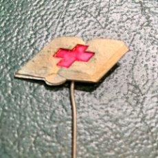 Pins de colección: PIN ALFILER CRUZ ROJA (LIBRO). Lote 222296865