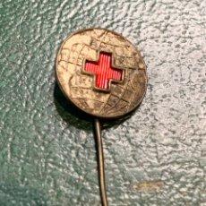 Pins de colección: PIN ALFILER (BOLA DEL MUNDO ) CRUZ ROJA ESPAÑOLA. Lote 222297030