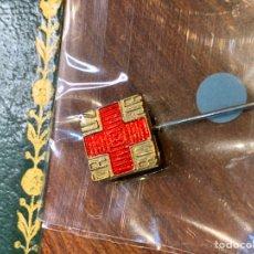 Pins de colección: PIN ALFILER CRUZ ROJA EN DORADO. Lote 222297471
