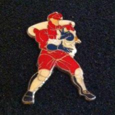 Pins de colección: ANTIGUO PIN PERSONAJE STREET FIGHTER. Lote 222491866