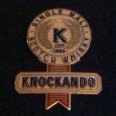 Pins de colección: ANTIGUO PIN WHISKY KNOCKANDO. Lote 222550910