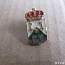 Pins de colección: ANTIGUO PIN CORONA ESCUDO LLAVES SIN IDENTIFICAR. Lote 222719703