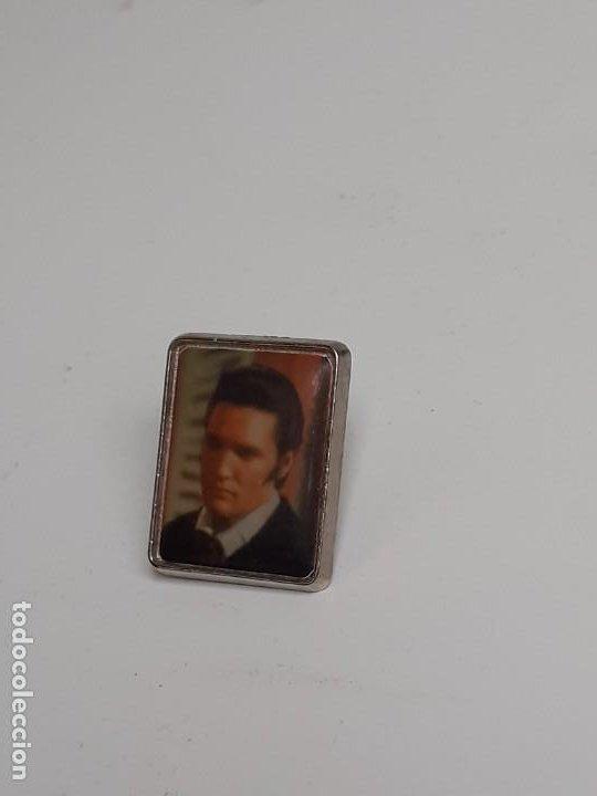 Pins de colección: Dos Pins Elvis Presley de los años 80 - Two Elvis Presley pins from the 80s - Foto 9 - 224983321