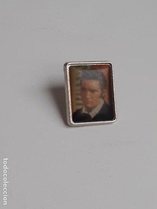 Pins de colección: Dos Pins Elvis Presley de los años 80 - Two Elvis Presley pins from the 80s - Foto 10 - 224983321
