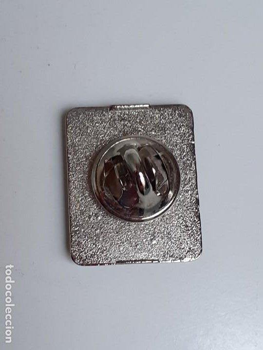 Pins de colección: Dos Pins Elvis Presley de los años 80 - Two Elvis Presley pins from the 80s - Foto 13 - 224983321