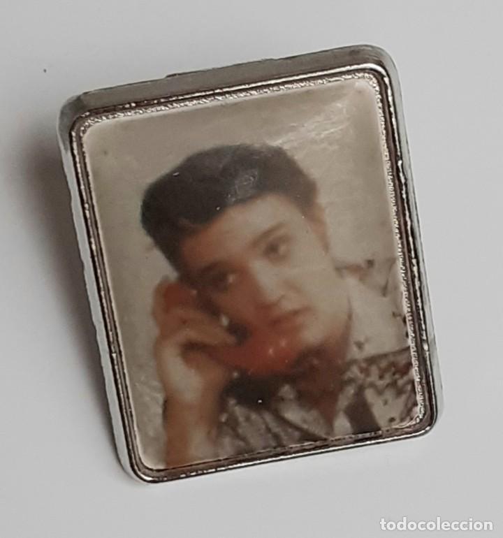 DOS PINS ELVIS PRESLEY DE LOS AÑOS 80 - TWO ELVIS PRESLEY PINS FROM THE 80S (Coleccionismo - Pins)