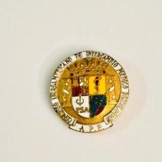 Pins de colección: PIN - INSIGNIA DE SOLAPA - CONGRESO IBEROAMERICANO DE INTERCAMBIO MEDICO PSICOLOGICO (A.P.E.). Lote 225483585
