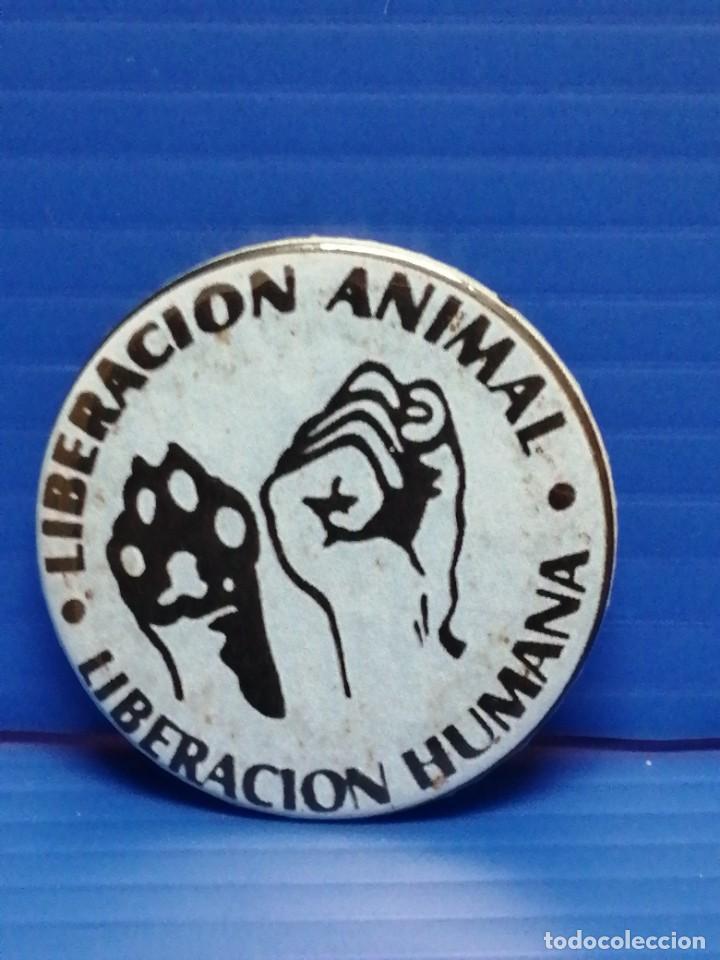PIN CHAPA ONG LIBERACIÓN ANIMAL LIBERACIÓN HUMANA (Coleccionismo - Pins)